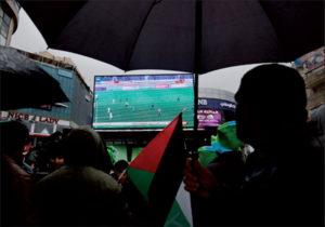 En Palestine comme ailleurs, les matches de foot à la télé constituent une distraction bienvenue.