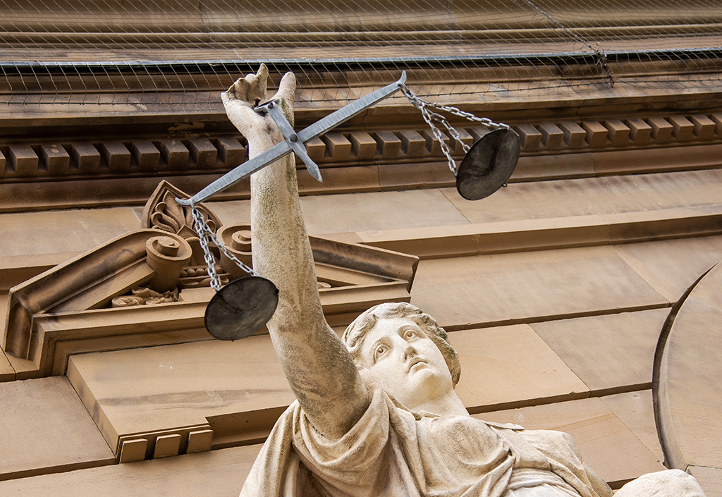 08 October 2019, Baden-Wuerttemberg, Ulm: A statue of Justitia holds a weighing bowl in front of the district court. Photo: Stefan Puchner/dpa