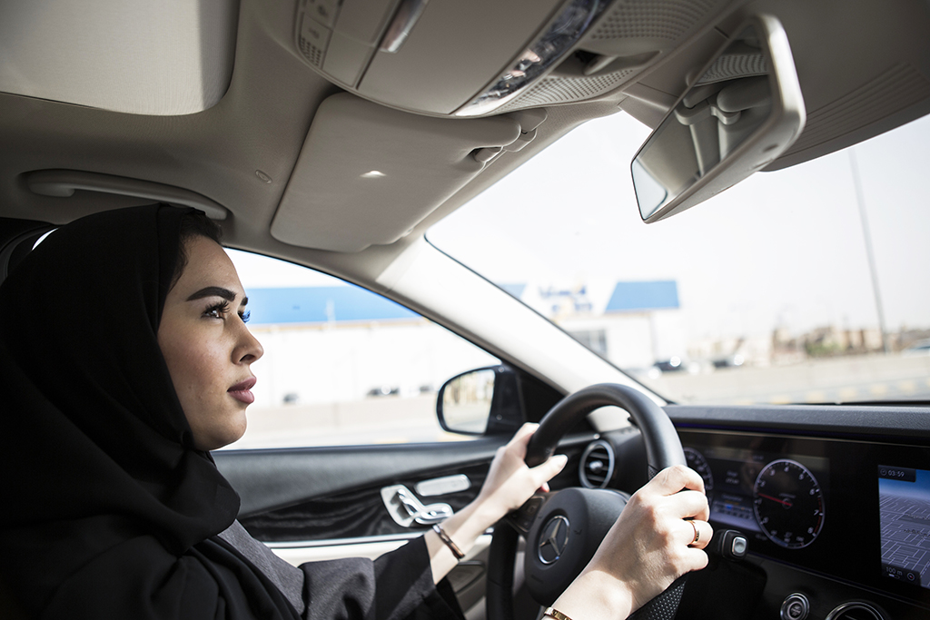 Saudi woman Gamela Aldakhel, arrives from work driving her own car, on the first day after lifting the driving ban on women, in Riyadh, Saudi Arabia, 24 June 2018. Women in Saudi Arabia gotbehind the wheel on Sunday after a decades-long ban was lifted as part of a liberalization drive in the conservative kingdom. Photo: Gehad Hamdy/dpa