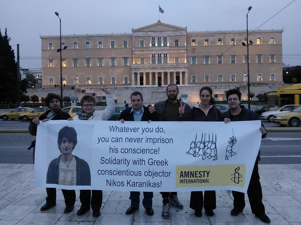 L'antenne grecque d'Amnesty International réclame la relaxe de Nicos Karanikas. © BEOC/Amnesty