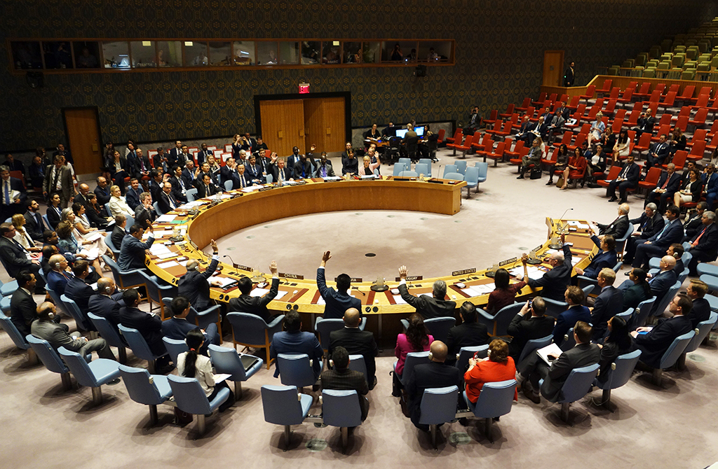 The United Nations Security Council votes at a meeting on threats to international peace and security September 21, 2017 at the United States Mission in New York. (Photo by DON EMMERT / AFP)