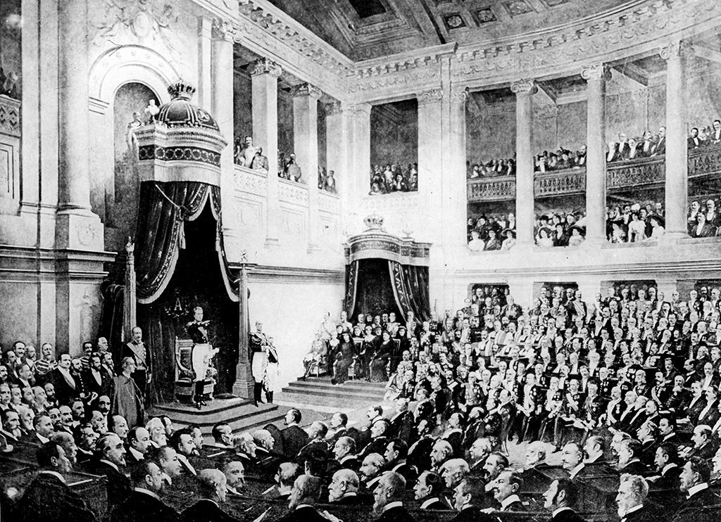 Prestation de serment du roi Albert Ier de Belgique devant le Parlement, à Bruxelles, en 1909. HRL-621993 (Photo by © Harlingue / Roger-Viollet / Roger-Viollet via AFP)